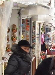 Московские власти пытаются извести торговлю с рук