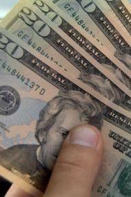 Доллары снова в цене
