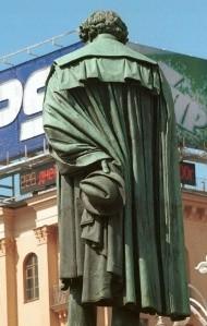 В России исчезнет реклама с памятников архитектуры