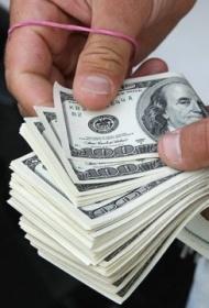 Курс доллара снизился до рекордной отметки в 2015 году