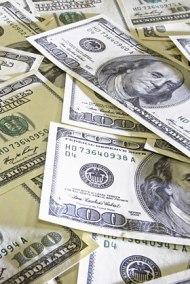 Доллар укрепился благодаря производственным заказам
