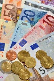 Курс евро вырос относительно американского доллара