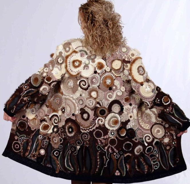 Фриформ - отличный способ сделать необычное пальто.